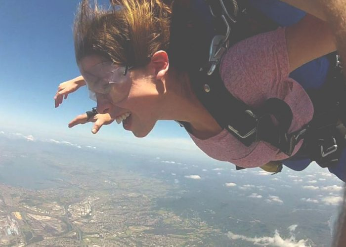 WHICH IS SCARIER? SKYDIVING VS BUNGY JUMPING