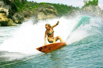 Sanoe_Lake_surfing_Padang_Padang,_Bali