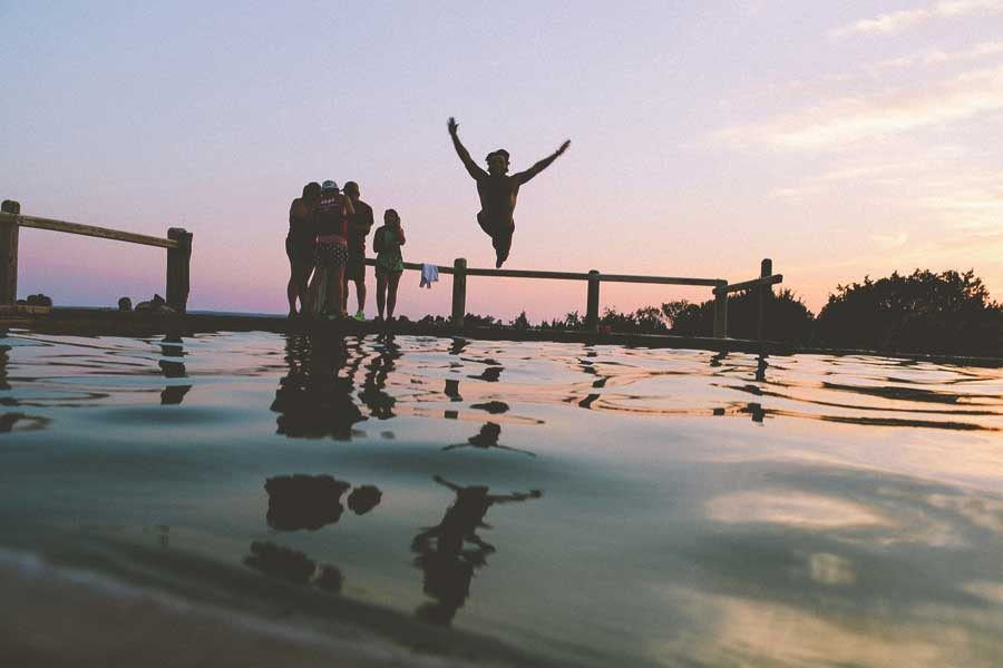 swimming-friends-jump-pixabay