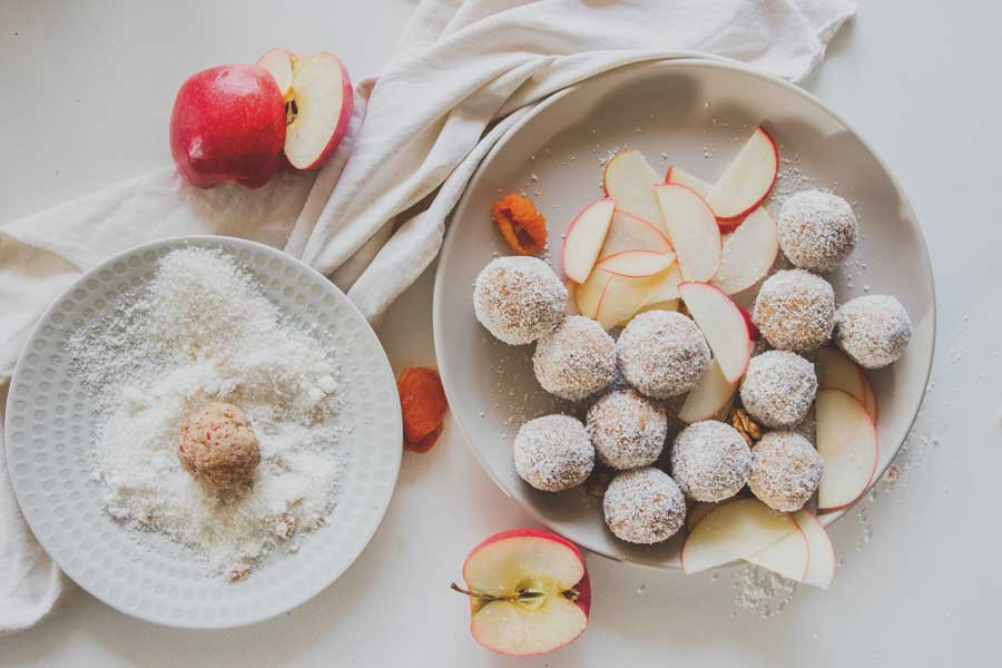 LEAH ITSINES' PRE-WORKOUT APPLE ENERGY BALLS RECIPE
